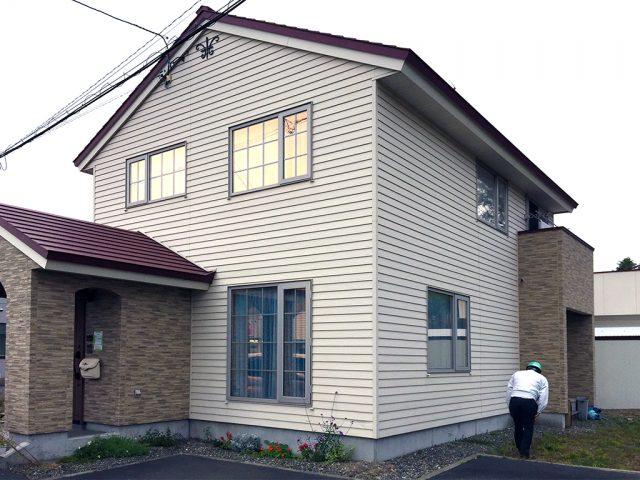 震度6強 早来町 M様邸検査 及び近況報告、基礎と地面の間にできた隙間にはご注意願います