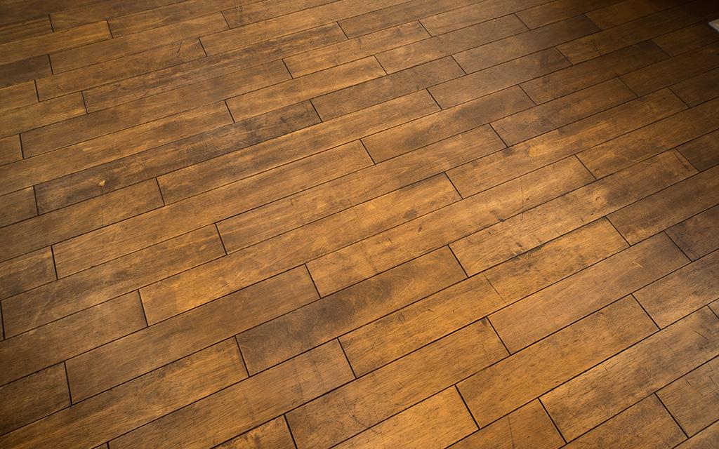 床・建具には無垢材。