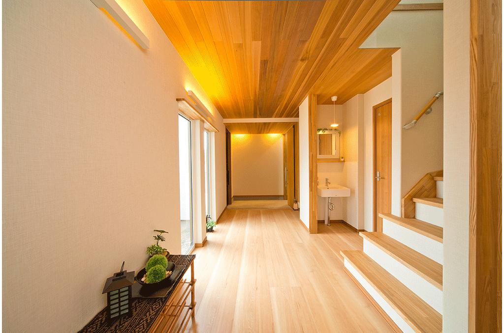 杉天井の廊下
