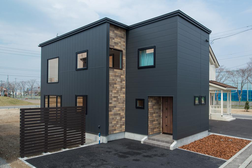 苫小牧の分譲地セントラルタウン弥生のモデルハウスは「クール&キュート」