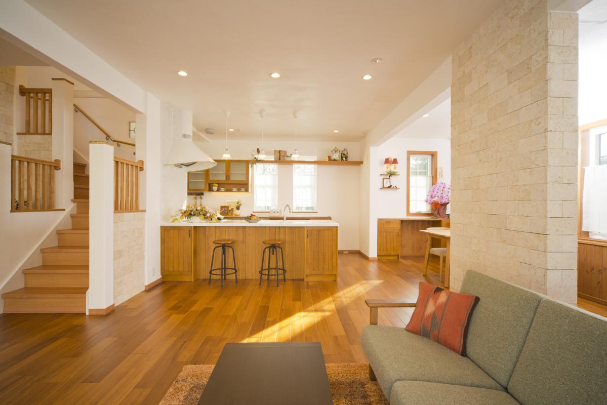 注文型住宅 J-PREMIUM エコアハウス森林公園展示場<br>『太陽いっぱいの心地よい開放感の家』<br>自然環境に配慮したライフスタイルがテーマとなっています。
